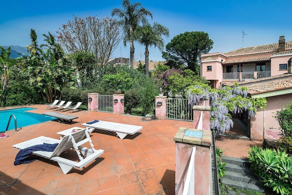 Villa con piscina giardino privati ville in affitto a - Villa con piscina sicilia ...