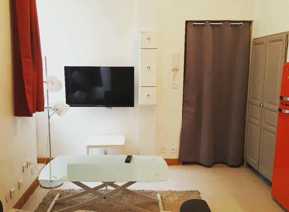 Salon (TV, écran plat)