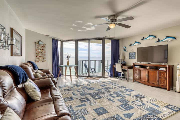 Lovely waterfront condo with sweeping ocean views - shared pool, tennis, & gym!