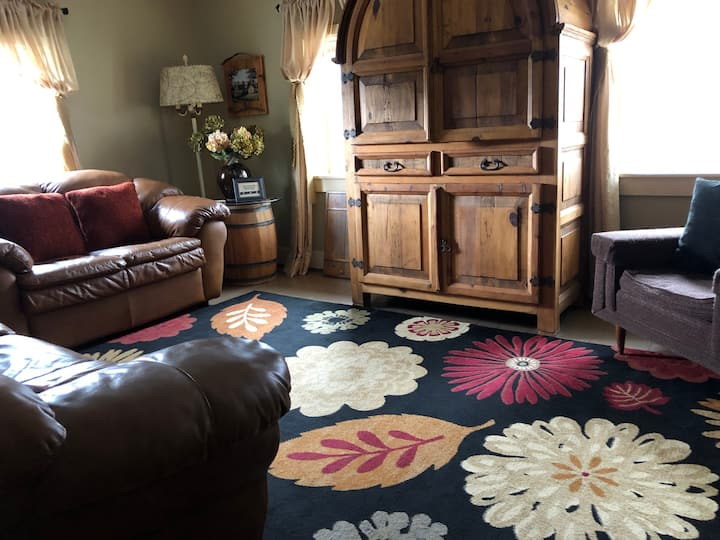 Vacation Rental near Cedar Point, Hot Tub, Firepit