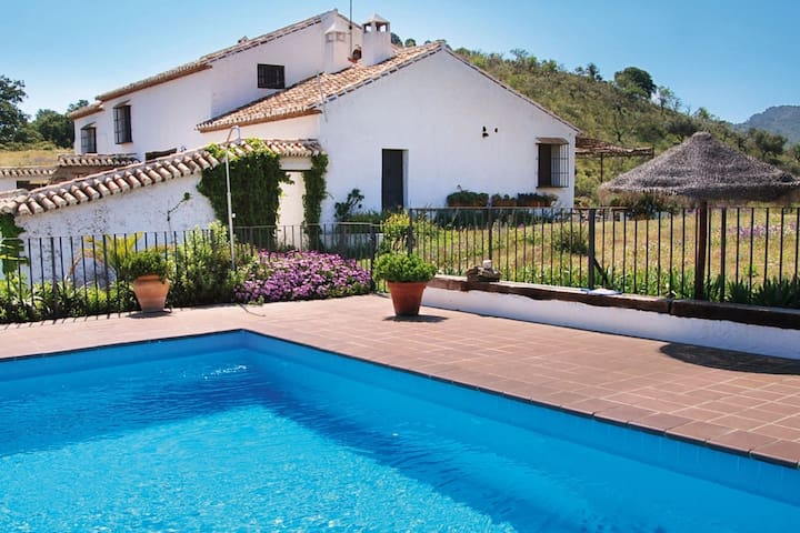 Former winery with total privacy and private pool near Málaga