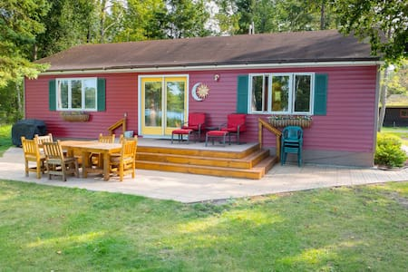 *5 Star Burntside Lake Cabin 10 minutes from Ely