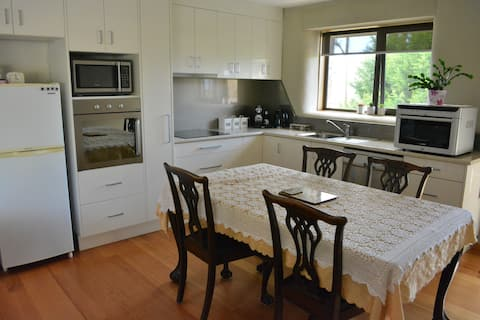 Charming and Cosy, Straw-bale Unit - Evandale Tas