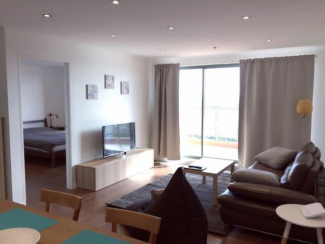 高层水景,三房两卫,全新装修,家电齐全,20分钟到悉尼市中心 - Hurstville  - Wohnung