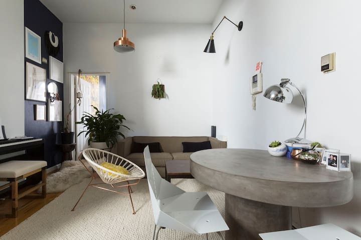 LES! Designed, beautiful, light+art-filled apt - Нью-Йорк - Квартира