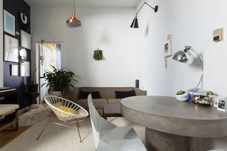 LES! Designed, beautiful, light+art-filled apt - New York - Apartment