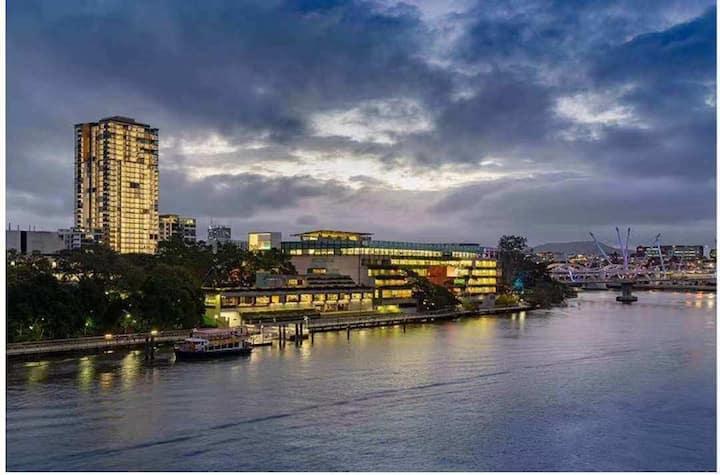 Best RIVER&firework view@south Bris跨年烟花|水景2卧公寓!