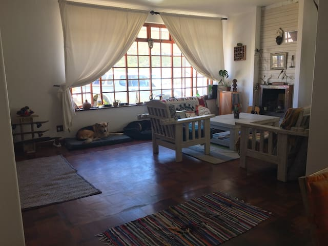 Muizenberg beach house, mountain views - 開普敦 - 獨棟