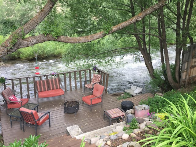 Minturn Cozy Riverfront Retreat 5 miles from Vail