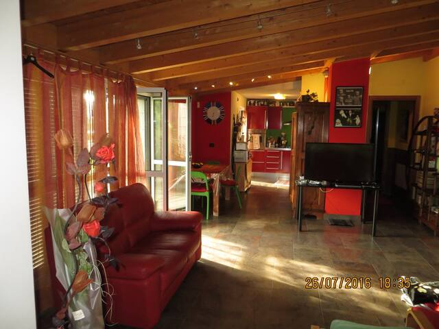 Spacious flat with private garage - Corsico - Apartment