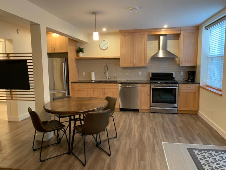 Modern Luxury in Downtown Nelson (Suite 102)