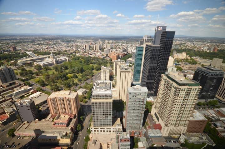 City Centre Modern Penthouse, Views, Resort