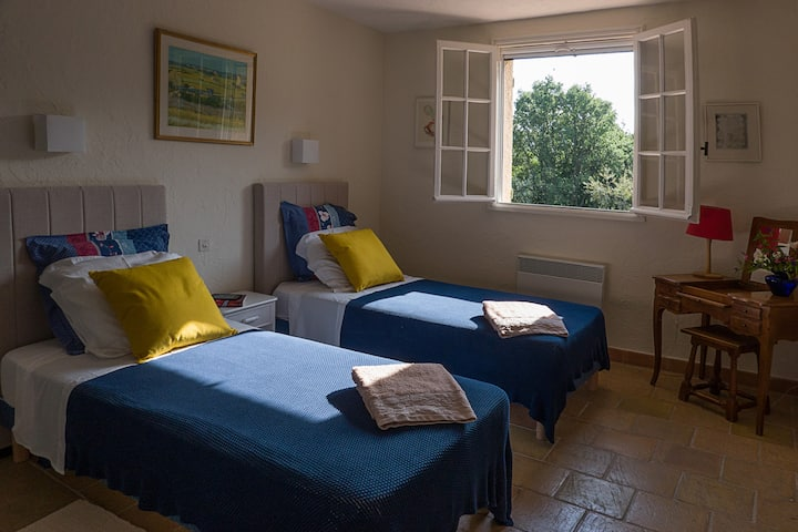 Sunny room with ensuite, heated pool, large garden