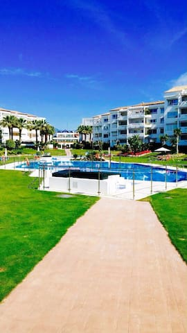 Fantastic apartment in  Puerto Banus 4p
