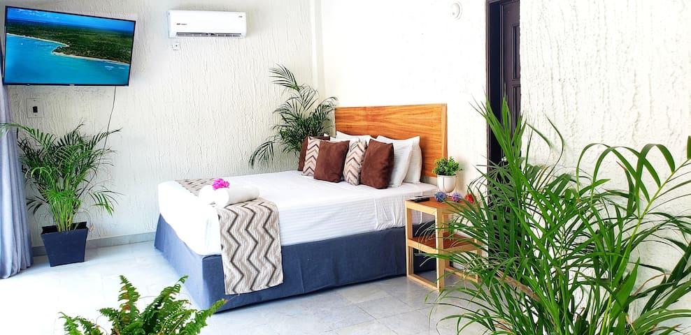 Recámara Planta Alta una cama King Size y una cama matrimonial.