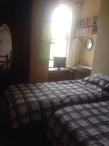 Cosy room: 1 double bed, 1 single - Scarborough - House