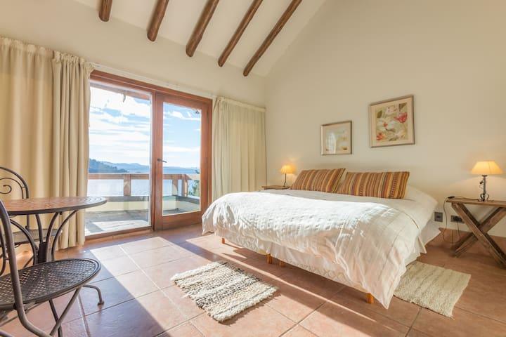 Magnificent lake view - Tronador room.