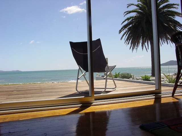 Absolute Beachfront Sleeps up to 6 - Cable Bay - Apartemen