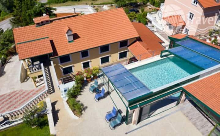 Fantastic holiday villa, with pool and large plot