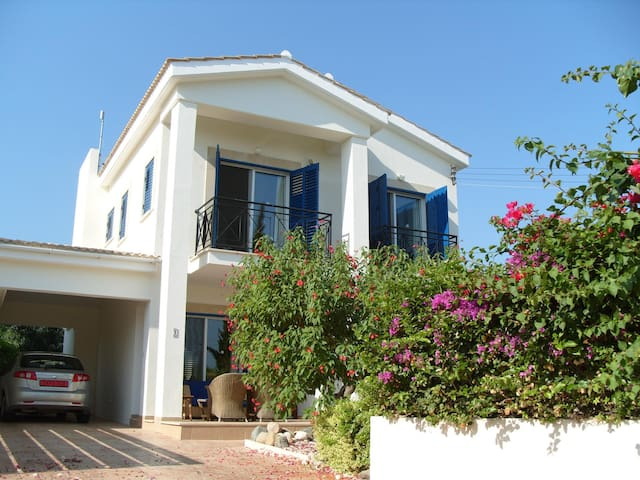 3 bedrooms with private pool & gardens, beach 300m