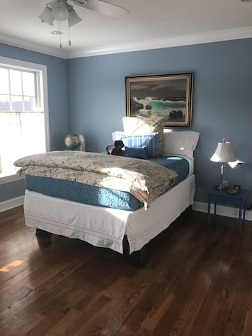 Clean & Cozy. Welcome to Historic Wilton, CT! - A