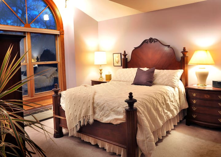 Aspen Home:  Lavender room, upstairs