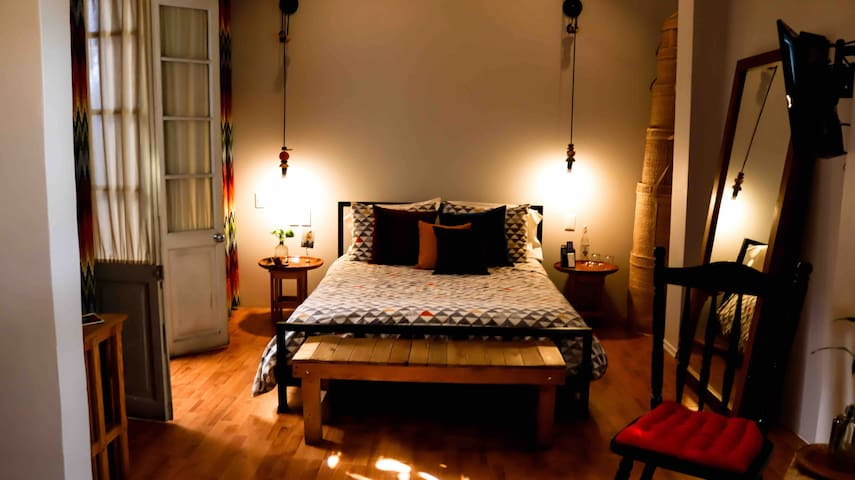 NEW MASTER ROOM/BED AND BREAKFAST, ROMA-CONDESA!!!