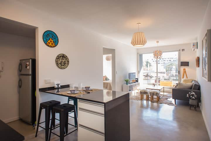 Cute & Bright Apartment in Coghlan *Bike Friendly