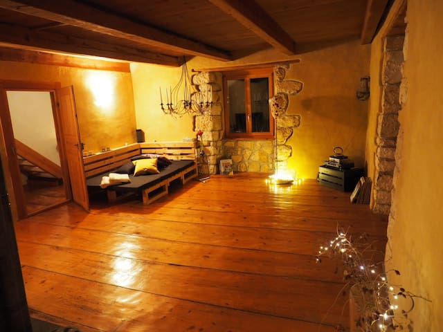 Haus mit Schwimmteich & Garten - Coeuve