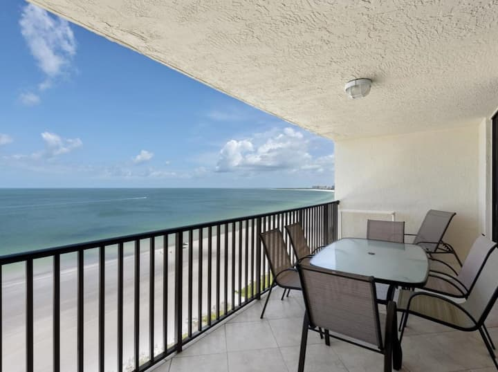 Beachfront 2 bed+2 bath condo with Amazing View