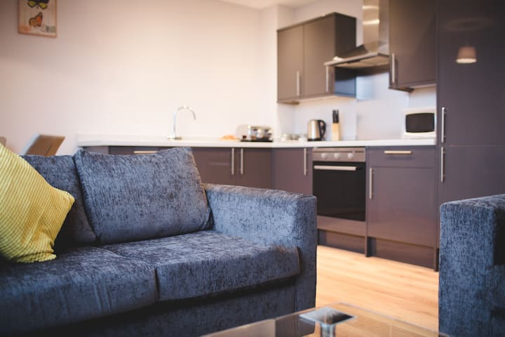 2 Bed Brand New Apartment - Great Central Location