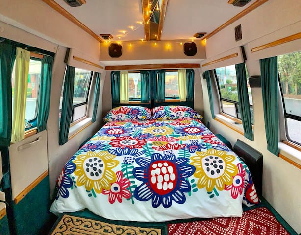 Cozy Camper Van In The Heart Of NYC!