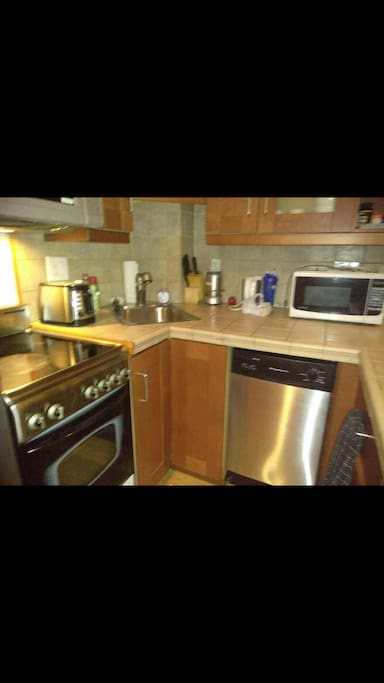 Full kitchen with diswasher