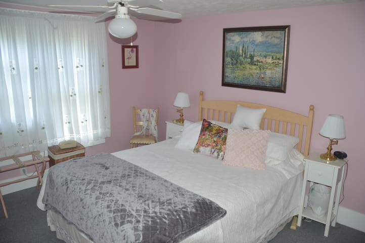 Private room in Marietta, Ohio -- Rose Room - Marietta - House