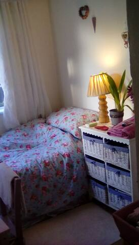Cute cosy ensuite room ( for female guest only)
