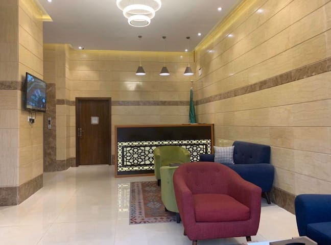 شارع الملك فيصل بجوار بنك البلاد