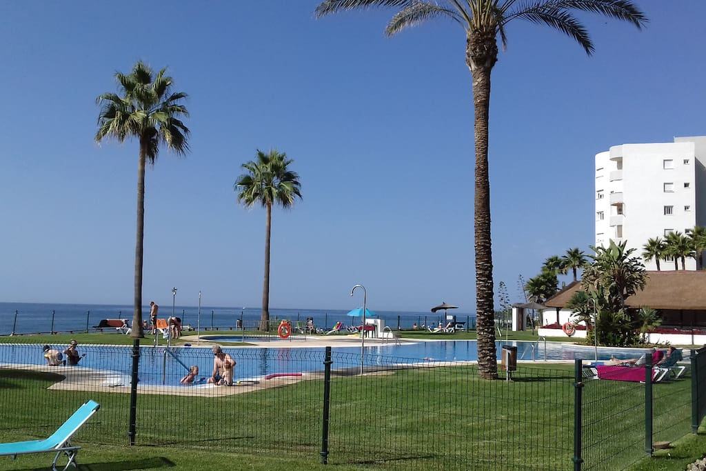 Piscina a borde de mar