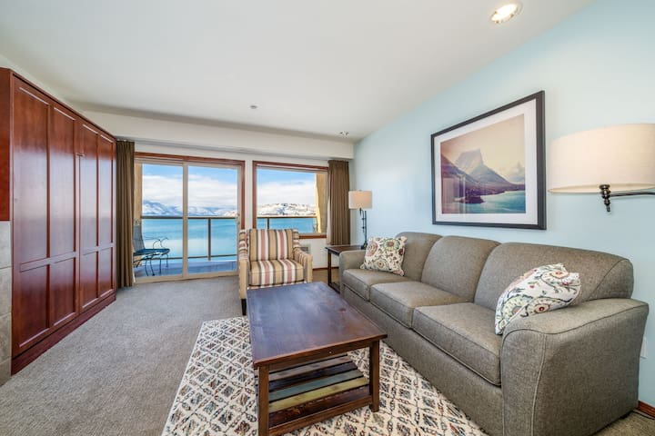 Grandview Lake View 520! Luxury Waterfront condo, sleeps up to 6!