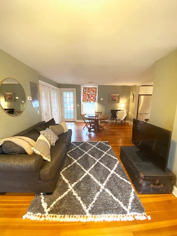 Lovely Lenox Loft, Walk to EVERYTHING!