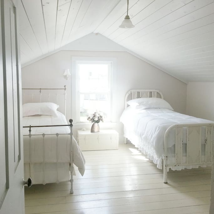 Upstairs bedroom #2