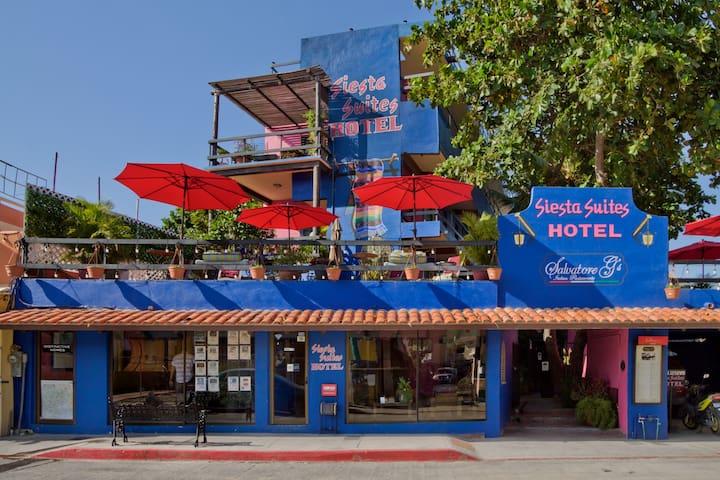 SIESTA SUITES - standard hotel room