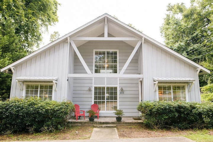 Oxford charm, sleeps 5, close to campus!