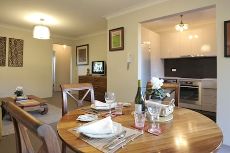 Contemporary apartment 6km from Sydney's CBD - Willoughby
