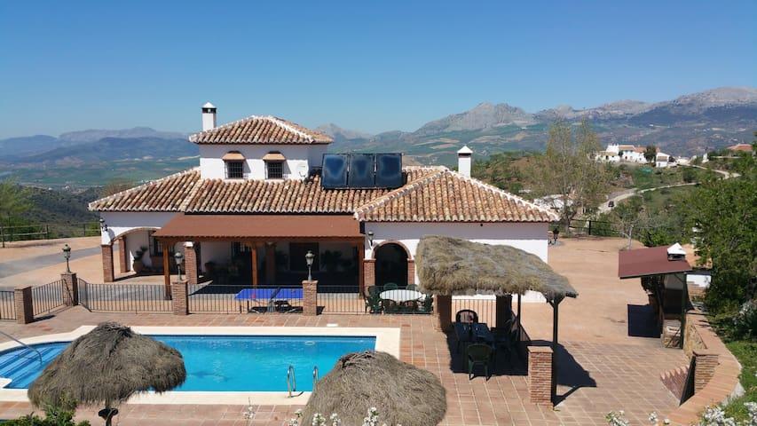 Disfruta del mejor alojamiento rural de su entorno - Colmenar - Casa