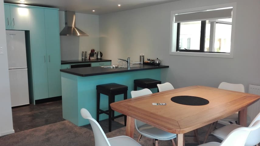 Sunny Getaway - Scott Street Apartments - Lake Tekapo - Apartment