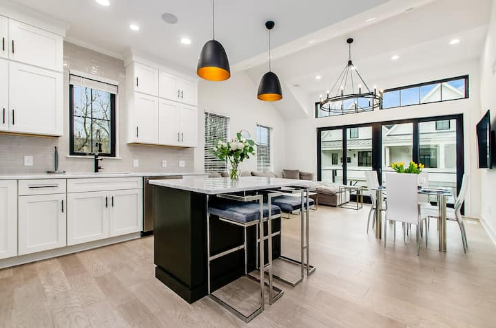 New Build Luxury Townhome   Short North w/ Terrace