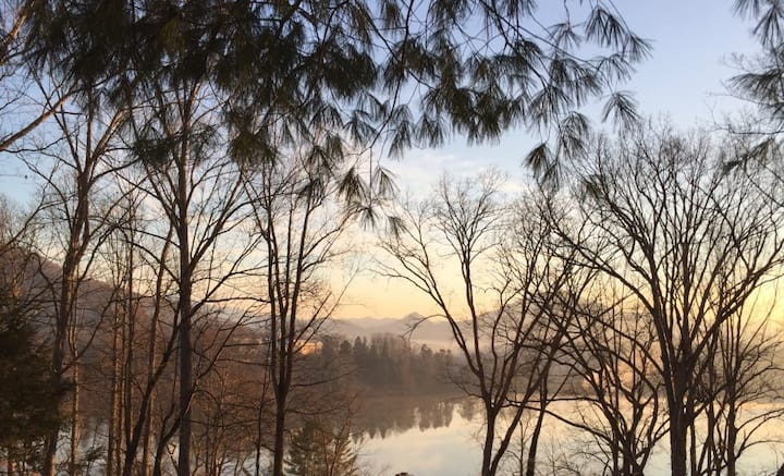 Lone Star Retreat #1 - Studio Apt with Lake View