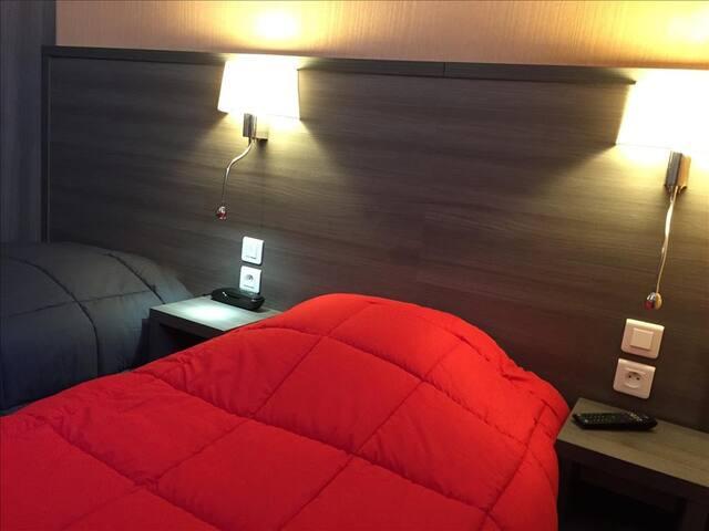 Chambre twin avec 2 lits en 90