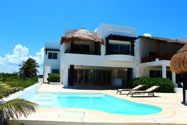 Iz Cay Lujosa Villa Frente al Mar