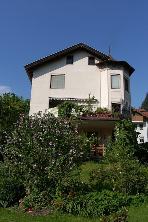 Sonnige 95 m2 Wohnung in Villa mit Weitblick